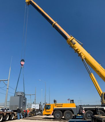 Mobile crane rental in action in Texas, USA